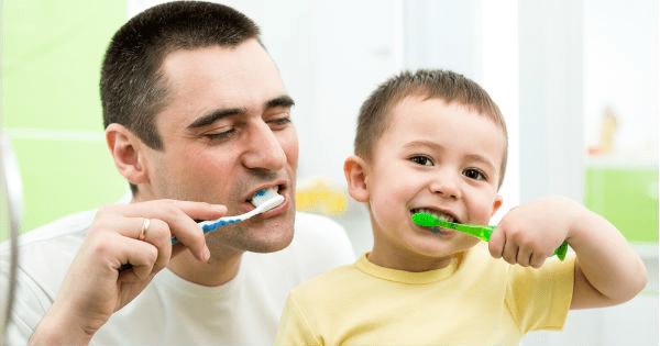 ¿Cual es la manera de cepillarnos correctamente los dientes?